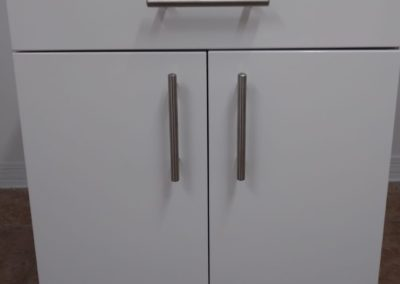 Base cabinet white fronts